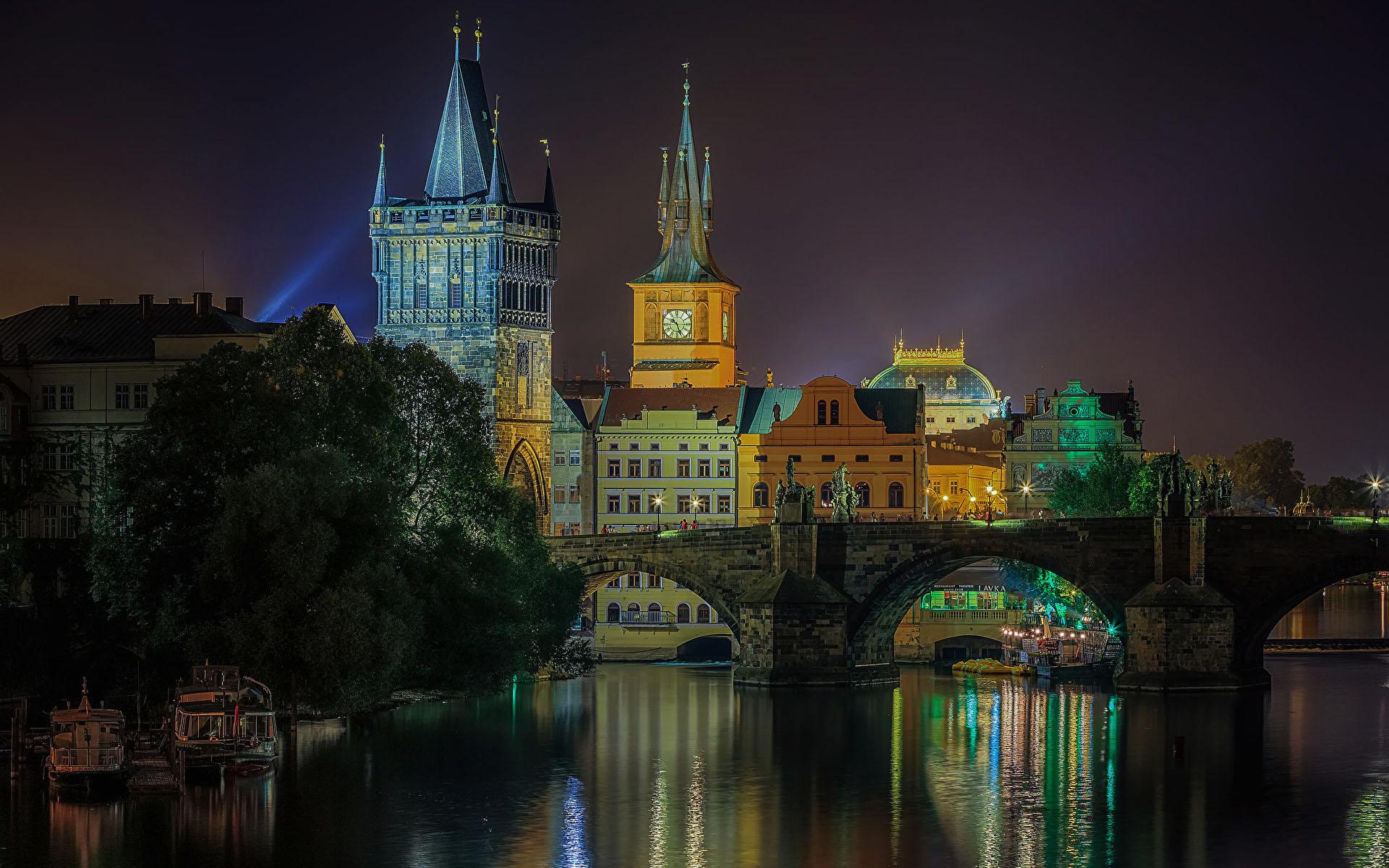 Прага: река и мост ночью