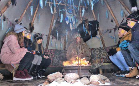 Экскурсия в в Индейскую деревню с конным шоу + подземелья собора